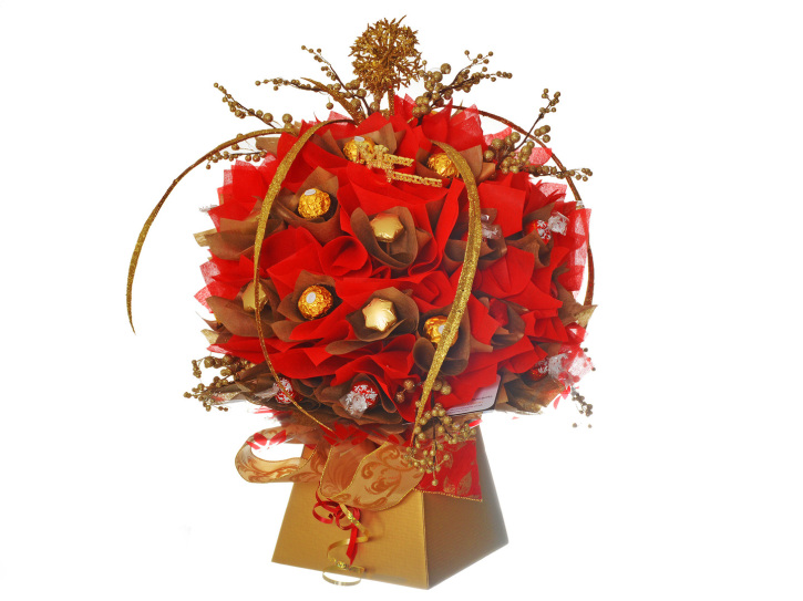 Handmade christmas chocolate bouquet in red and gold
